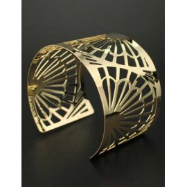 Laconic Fan Openwork Broad Side Cuff Bracelet in Gold